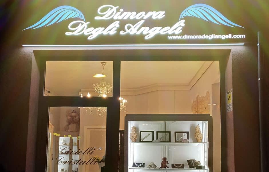 Dimora degli angeli negozio civitanova marche 10 gemme for Piani di garage con lo spazio del negozio